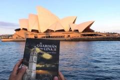 La Novela ante el impresionante edificio de La opera de Sidney