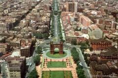 Vista aérea de  Arco del Triunfo, construido para la Exposición Universal de Barcelona de 1888