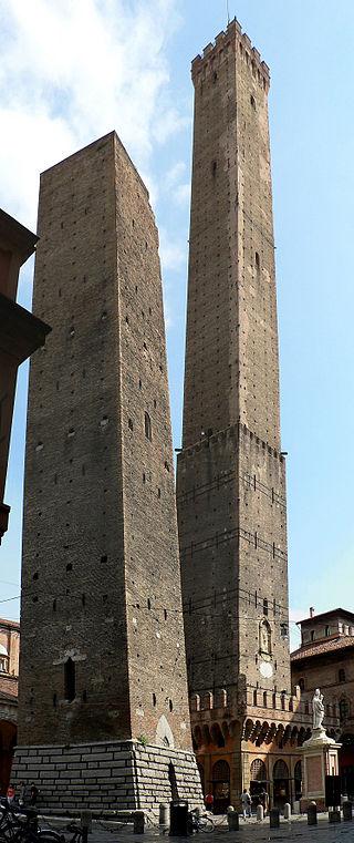 Las torres  Garisenda y Asinelli, símbolo del poder los señores feudales.