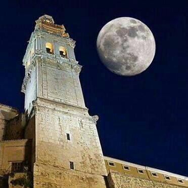 La Torre Campanario en noche de plenilunio