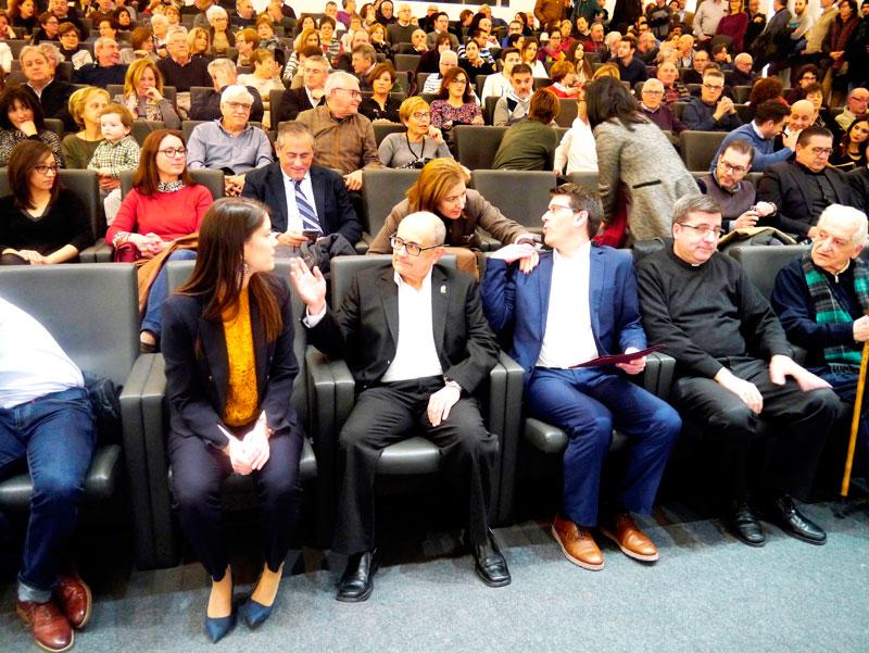 Marta Montes, Ricardo Montés, Jorge Rodriguez, Melchor Seguí y Luis Espí, a la espera del comienzo de la presentación de la Novela.