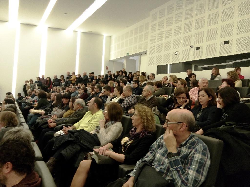 El Público llenaba la sala del Centre Cultural de Caixa Ontinyent.