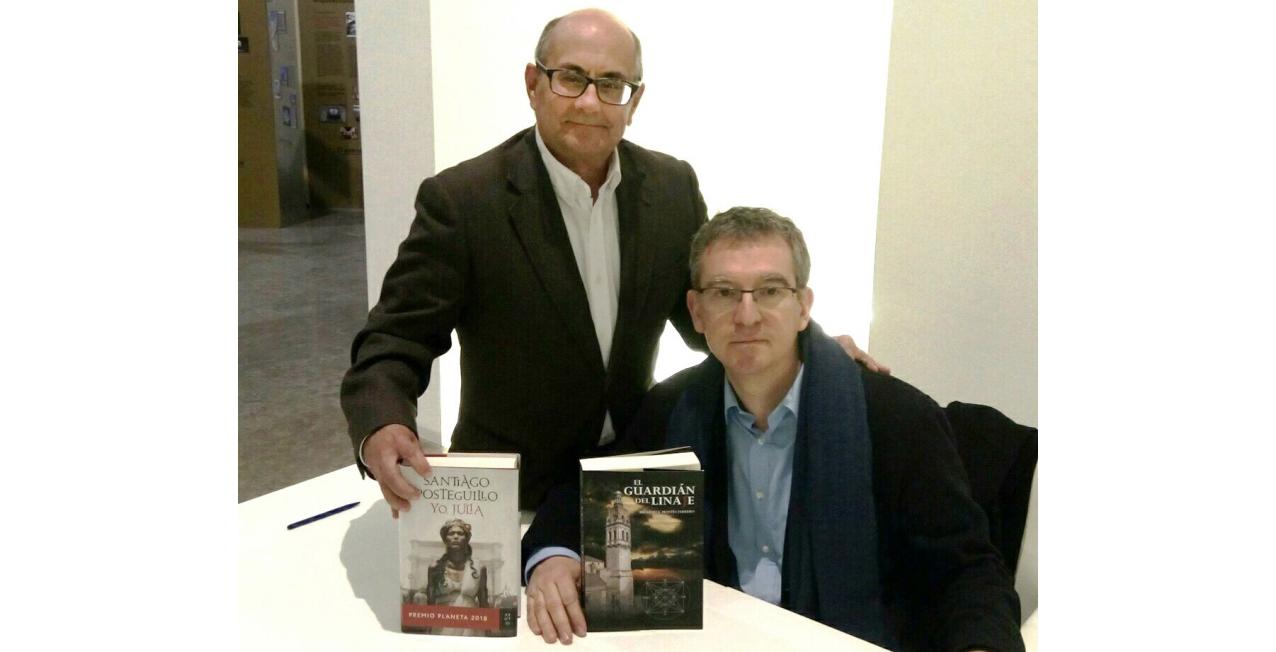 Ricardo Montés y Santiago Posteguillo, posan con sus respectivas novelas el 8-2-19