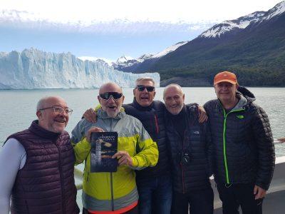 """""""El Guardián del Linaje"""" en el glaciar """"Perito Moreno""""."""